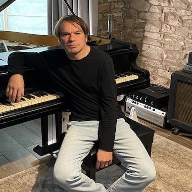 Damon Minchella- Producer/ Writer/ Bassist